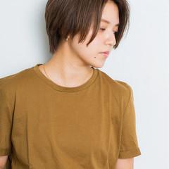 アッシュグレー ナチュラル 小顔 ショート ヘアスタイルや髪型の写真・画像