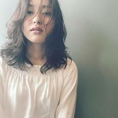 パーマ ウェーブ リラックス アンニュイ ヘアスタイルや髪型の写真・画像