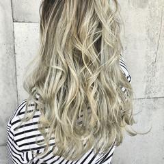 ガーリー ホワイトグラデーション ロング ホワイトアッシュ ヘアスタイルや髪型の写真・画像