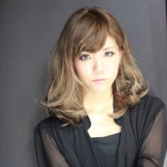 外国人風 ミディアム ストリート ブラウンベージュ ヘアスタイルや髪型の写真・画像