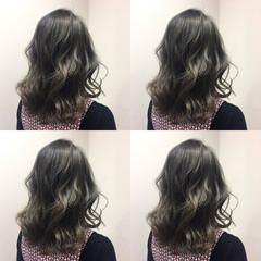 アッシュ ハイライト 暗髪 ミディアム ヘアスタイルや髪型の写真・画像