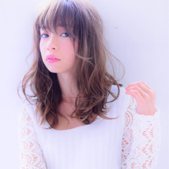 ナチュラル 前髪あり 夏 ミディアム ヘアスタイルや髪型の写真・画像