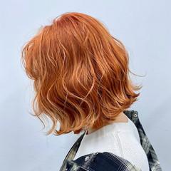 フェミニン 切りっぱなしボブ ミニボブ オレンジカラー ヘアスタイルや髪型の写真・画像