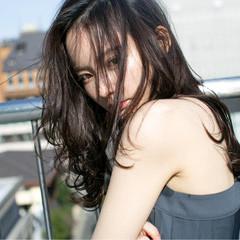 大人かわいい ロング 外国人風 黒髪 ヘアスタイルや髪型の写真・画像