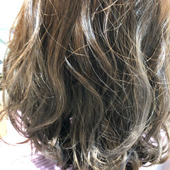 3Dカラー イルミナカラー ロング グレージュ ヘアスタイルや髪型の写真・画像