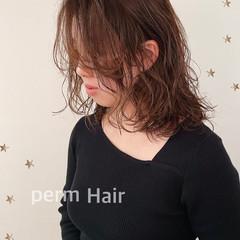 前髪パーマ ミディアム パーマ ナチュラル ヘアスタイルや髪型の写真・画像