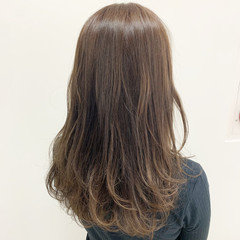 グレージュ ナチュラル アッシュグラデーション ヘアカラー ヘアスタイルや髪型の写真・画像