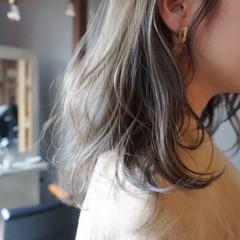 透明感カラー くすみベージュ くすみカラー 透明感 ヘアスタイルや髪型の写真・画像