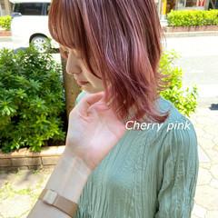 ラズベリーピンク ミディアム ピンクアッシュ ナチュラル ヘアスタイルや髪型の写真・画像