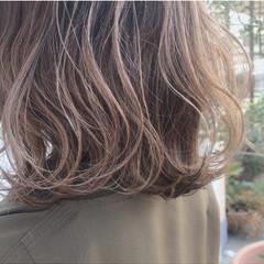 ヌーディベージュ 透明感カラー 透明感 ミルクティーベージュ ヘアスタイルや髪型の写真・画像
