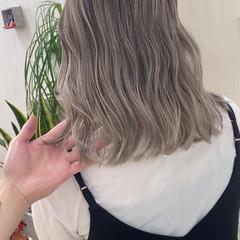 ミディアム バレイヤージュ ハイトーンボブ ハイトーン ヘアスタイルや髪型の写真・画像