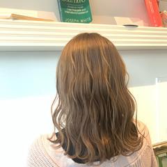 ミルクティーアッシュ インナーカラー シアーベージュ ミルクティーベージュ ヘアスタイルや髪型の写真・画像