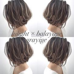 ストリート ハイライト ボブ グレージュ ヘアスタイルや髪型の写真・画像