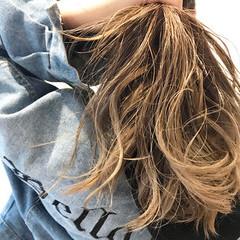 ミルクティーベージュ エレガント グラデーションカラー ロング ヘアスタイルや髪型の写真・画像