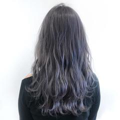 ロング ホワイトグレージュ フェミニン グレージュ ヘアスタイルや髪型の写真・画像