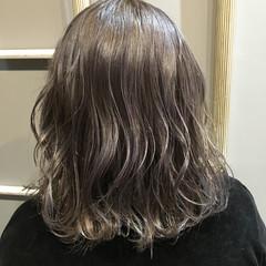 外国人風カラー デート ミディアム グレージュ ヘアスタイルや髪型の写真・画像