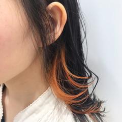 モード インナーカラーオレンジ ミディアム アクセサリーカラー ヘアスタイルや髪型の写真・画像