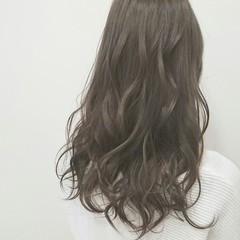 ロング 透明感 アッシュグレージュ アッシュグレー ヘアスタイルや髪型の写真・画像