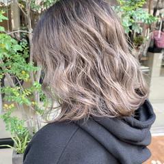 フェミニン ブロンド ハイトーン グラデーションカラー ヘアスタイルや髪型の写真・画像