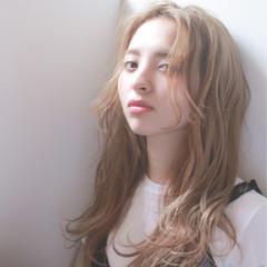 金髪 外国人風 透明感 ロング ヘアスタイルや髪型の写真・画像