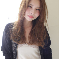 大人かわいい 外国人風 レイヤーカット ロング ヘアスタイルや髪型の写真・画像