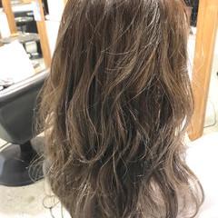 リラックス ヌーディベージュ ミルクティーベージュ アッシュベージュ ヘアスタイルや髪型の写真・画像