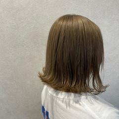 ダブルカラー ミルクティーベージュ ミルクティーグレージュ 外ハネボブ ヘアスタイルや髪型の写真・画像