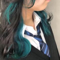 ターコイズブルー インナーカラー 切りっぱなしボブ ターコイズ ヘアスタイルや髪型の写真・画像