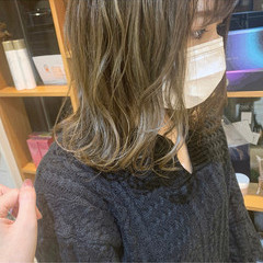 ミディアム ナチュラル オリーブアッシュ オリーブベージュ ヘアスタイルや髪型の写真・画像