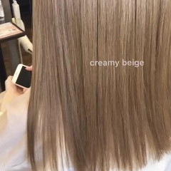 ガーリー ロング 透明感カラー ミルクティーグレージュ ヘアスタイルや髪型の写真・画像