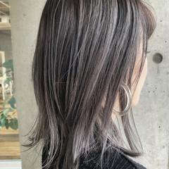 ナチュラル ミディアム バレイヤージュ グラデーションカラー ヘアスタイルや髪型の写真・画像