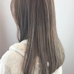 アッシュグレー ストレート ストリート 大人ハイライト ヘアスタイルや髪型の写真・画像