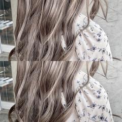 ミルクティーベージュ セミロング 透明感カラー グレージュ ヘアスタイルや髪型の写真・画像