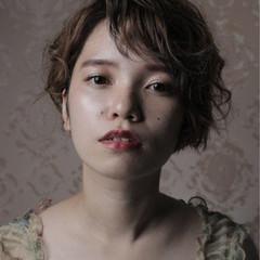 アッシュ 外国人風 ショート 暗髪 ヘアスタイルや髪型の写真・画像