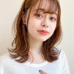 ミディアムレイヤー シースルーバング 外ハネ ミディアム ヘアスタイルや髪型の写真・画像