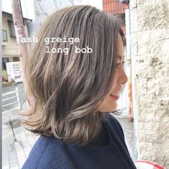 前下がりボブ 切りっぱなしボブ アッシュベージュ ボブ ヘアスタイルや髪型の写真・画像