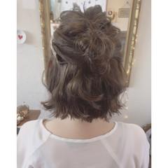 グレージュ 女子会 ハイライト フェミニン ヘアスタイルや髪型の写真・画像