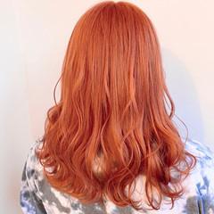 ピンク セミロング オレンジベージュ 裾カラーオレンジ ヘアスタイルや髪型の写真・画像
