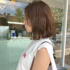 ミディアム デート ロブ 外ハネ ヘアスタイルや髪型の写真・画像