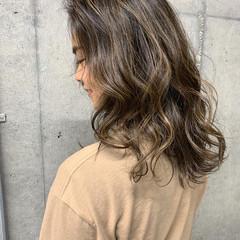 ロング 大人ハイライト ガーリー コントラストハイライト ヘアスタイルや髪型の写真・画像
