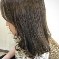 レイヤーカット セミロング ミディアムレイヤー ナチュラル ヘアスタイルや髪型の写真・画像