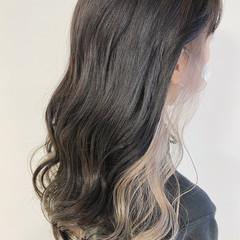 インナーカラーグレー インナーカラー インナーカラーグレージュ ブリーチカラー ヘアスタイルや髪型の写真・画像