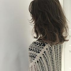 ミディアム ゆるふわ 外国人風 ハイライト ヘアスタイルや髪型の写真・画像