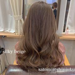 ロング フェミニン ミルクティーベージュ イルミナカラー ヘアスタイルや髪型の写真・画像