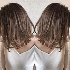 ナチュラル ミディアム ハイライト イルミナカラー ヘアスタイルや髪型の写真・画像