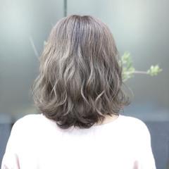 フェミニン グレージュ ミディアム 外国人風 ヘアスタイルや髪型の写真・画像