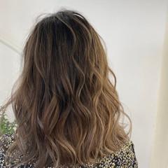 バレイヤージュ ミルクティーベージュ グレージュ イルミナカラー ヘアスタイルや髪型の写真・画像