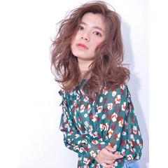 レイヤーカット アッシュ ガーリー 色気 ヘアスタイルや髪型の写真・画像