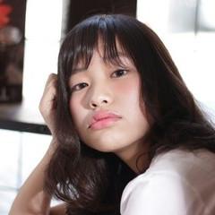 暗髪 大人かわいい ウェーブ 外国人風 ヘアスタイルや髪型の写真・画像