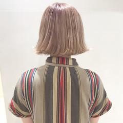 ブリーチ ピンク ホワイト ブラウンベージュ ヘアスタイルや髪型の写真・画像